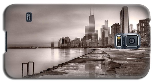 Chicago Foggy Lakefront Bw Galaxy S5 Case by Steve Gadomski