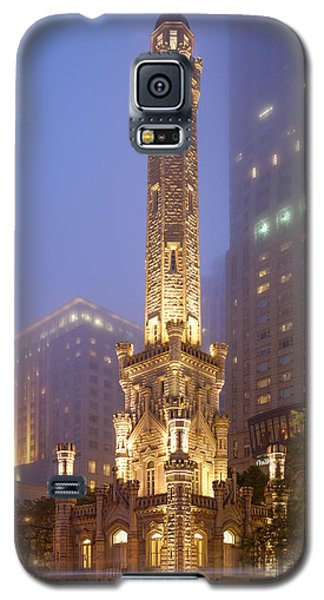 Chicago Historic Water Tower On Michigan Avenue Foggy Twilight - Chicago Illinois Galaxy S5 Case