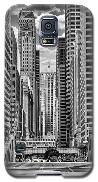 Galaxy S5 Case featuring the photograph Chicago Lasalle Street Black And White by Christopher Arndt