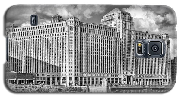 Galaxy S5 Case featuring the photograph Chicago Merchandise Mart Black And White by Christopher Arndt
