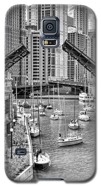 Galaxy S5 Case featuring the photograph Chicago River Boat Migration In Black And White by Christopher Arndt