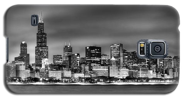 Cities Galaxy S5 Case - Chicago Skyline At Night Black And White by Jon Holiday