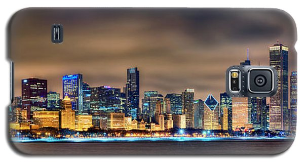 University Of Illinois Galaxy S5 Case - Chicago Skyline At Night Panorama Color 1 To 3 Ratio by Jon Holiday