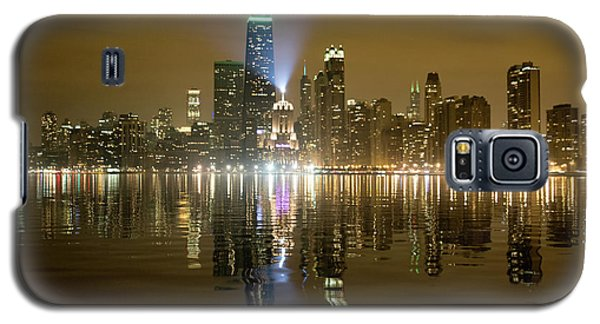 Galaxy S5 Case featuring the photograph Chicago Skyline With Lindbergh Beacon On Palmolive Building by Peter Ciro
