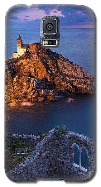 Galaxy S5 Case featuring the photograph Chiesa San Pietro by Brian Jannsen