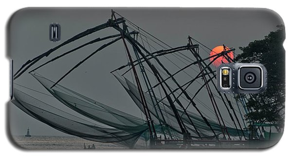 Galaxy S5 Case featuring the photograph Chinese Fishing Nets, Cochin by Marion Galt