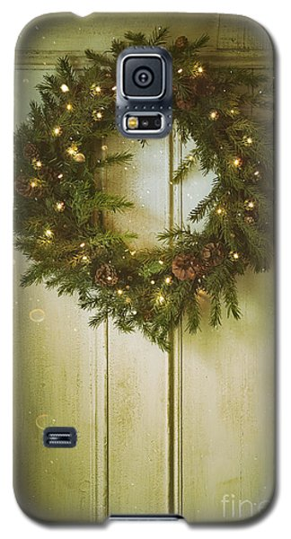 Christmas Wreath With Lights On Vintage Door Galaxy S5 Case