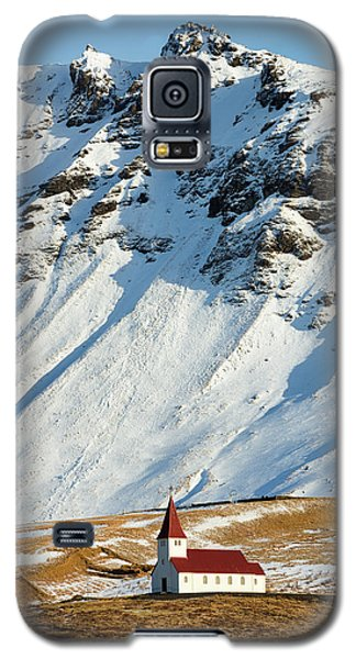 Church And Mountains In Winter Vik Iceland Galaxy S5 Case by Matthias Hauser
