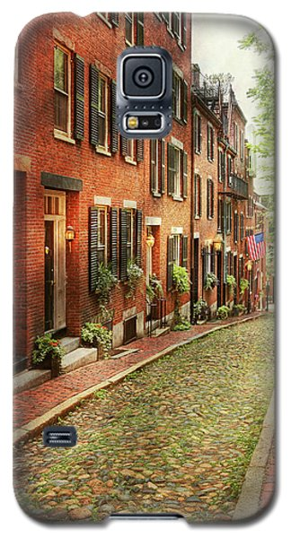Galaxy S5 Case featuring the photograph City - Boston Ma - Acorn Street by Mike Savad