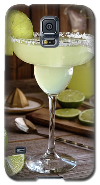 Galaxy S5 Case featuring the photograph Classic Lime Margaritas On The Rocks by Teri Virbickis
