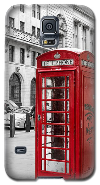 Red Telephone Box In London England Galaxy S5 Case by John Williams