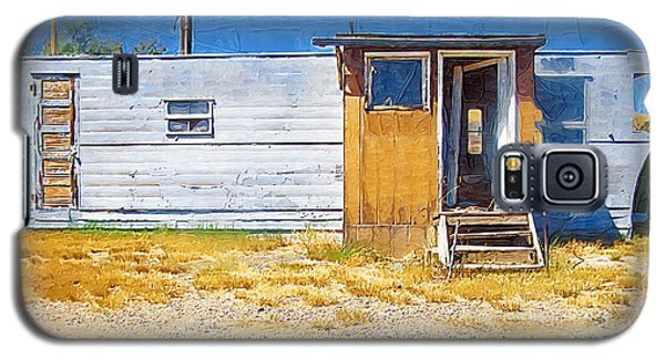 Galaxy S5 Case featuring the photograph Classic Trailer by Susan Kinney