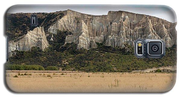 Galaxy S5 Case featuring the photograph Clay Cliffs Omarama by Gary Eason