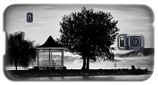 Claytor Lake Gazebo - Black And White Galaxy S5 Case