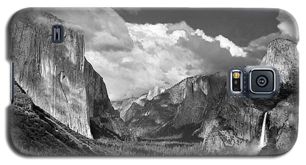 Clearing Skies Yosemite Valley Galaxy S5 Case