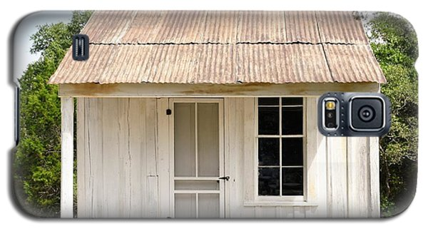 Galaxy S5 Case featuring the photograph Clint's Cabin - Texas - Close-up by Ray Shrewsberry