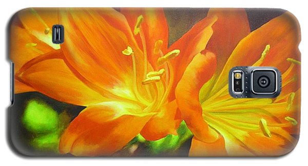 Galaxy S5 Case featuring the painting Clivias by Chris Hobel