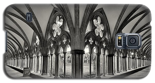 Cloisters Of Salisbury Cathedral England  Galaxy S5 Case by Shirley Mitchell