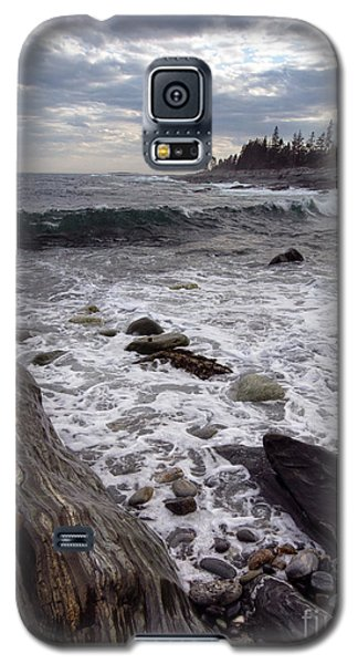 Galaxy S5 Case featuring the photograph Clouds And Waves At Pemaquid Point, Bristol, Maine -60104 by John Bald