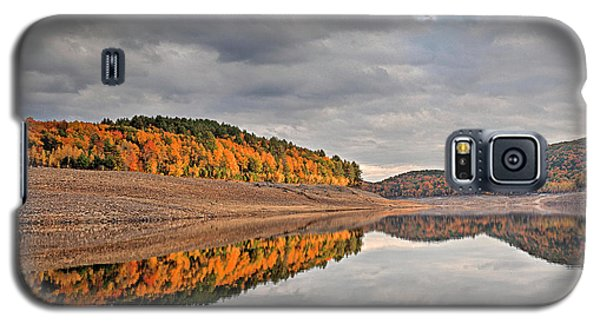 Galaxy S5 Case featuring the photograph Colebrook Reservoir - In Drought by Tom Cameron