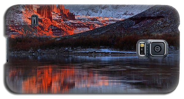 Galaxy S5 Case featuring the photograph Colorado Red Tower Reflections by Adam Jewell