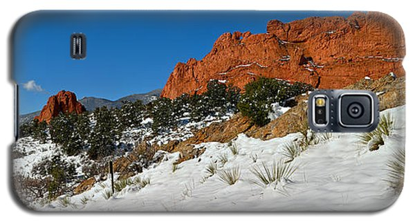 Galaxy S5 Case featuring the photograph Colorado Winter Red Rock Garden by Adam Jewell
