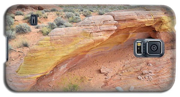Galaxy S5 Case featuring the photograph Colorful Arch In Valley Of Fire by Ray Mathis