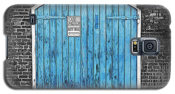 Colorful Blue Garage Door French Quarter New Orleans Color Splash Black And White And Poster Edges Galaxy S5 Case by Shawn O'Brien