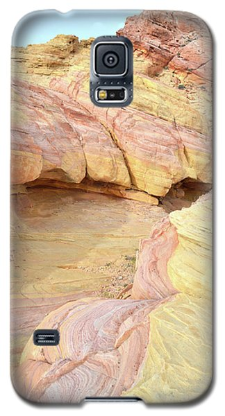 Galaxy S5 Case featuring the photograph Colorful Hilltop In Valley Of Fire by Ray Mathis