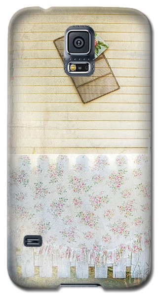 Galaxy S5 Case featuring the photograph Coming Up Roses by Craig J Satterlee