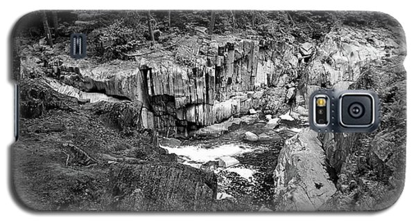 Galaxy S5 Case featuring the photograph Coos Canyon 1553 by Guy Whiteley