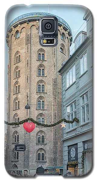 Galaxy S5 Case featuring the photograph Copenhagen Round Tower Street View by Antony McAulay