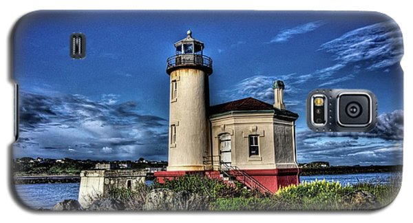 Galaxy S5 Case featuring the photograph Coquille River Lighthouse by Thom Zehrfeld