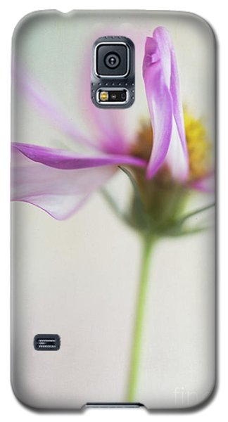 Galaxy S5 Case featuring the photograph Cosmos 2 by Elena Nosyreva
