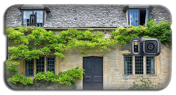 Galaxy S5 Case featuring the photograph Cotswolds Cottage Home II by Brian Jannsen
