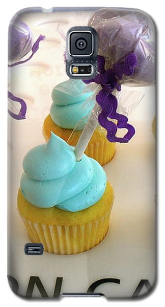 Galaxy S5 Case featuring the photograph Cotton Candy Cupcakes by Beth Saffer