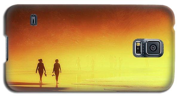 Couple Of Women Walking On Beach Galaxy S5 Case