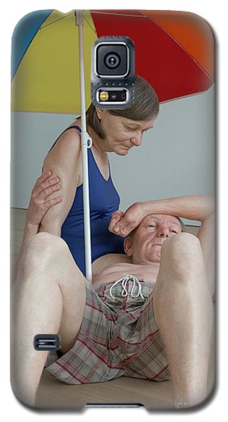 Couple Under An Umbrella By Ron Mueck Galaxy S5 Case by Patricia Hofmeester