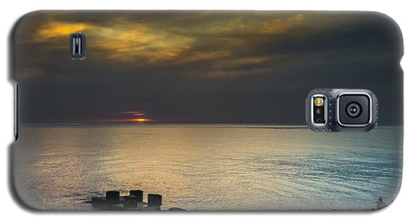 Galaxy S5 Case featuring the photograph Couple Watching Sunset by John Williams
