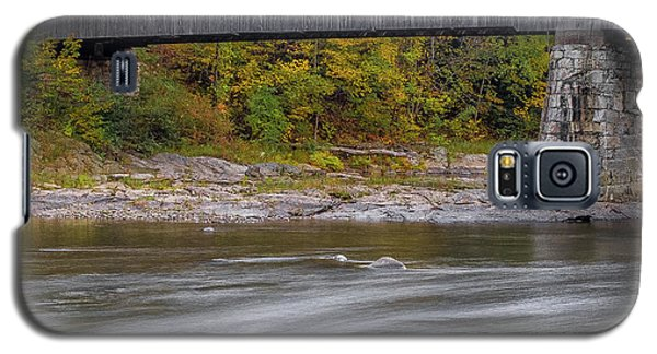 Covered Bridge In Vermont With Fall Foliage Galaxy S5 Case