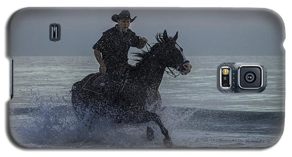 Cowboy Riding In The Surf Galaxy S5 Case by Dorothy Cunningham