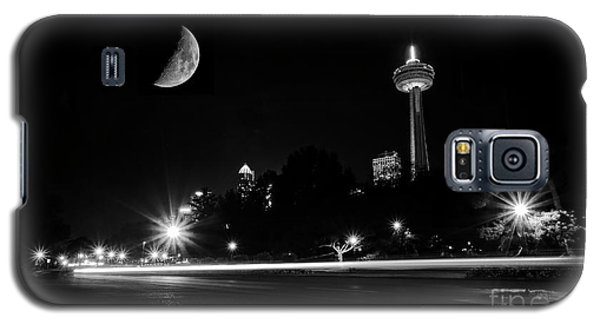 Galaxy S5 Case featuring the photograph Crescent Moon Over Niagara Falls City Mono by Charline Xia