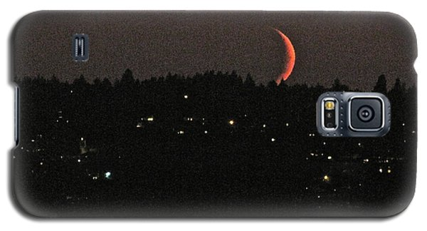 Galaxy S5 Case featuring the photograph Crescent Moonset by Sean Griffin