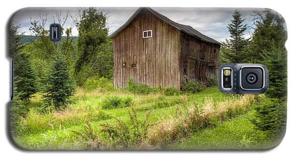 Galaxy S5 Case featuring the photograph Crooked Old Barn On South 21 - Finger Lakes New York State by Gary Heller