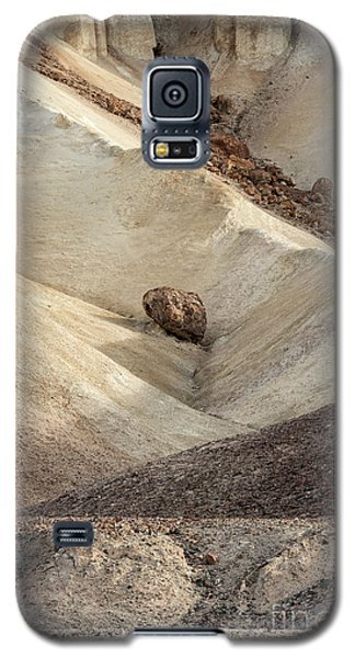 Galaxy S5 Case featuring the photograph Crossing Paths - Death Valley by Sandra Bronstein