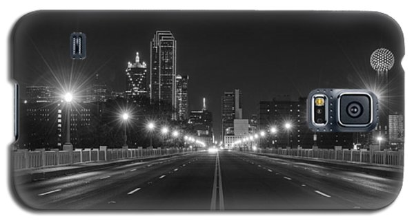 Crossing The Bridge To Downtown Dallas At Night In Black And White Galaxy S5 Case