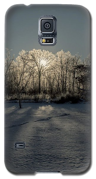 Galaxy S5 Case featuring the photograph Crystal Glow by Annette Berglund