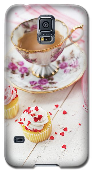 Galaxy S5 Case featuring the photograph Cupcakes And Coffee by Rebecca Cozart