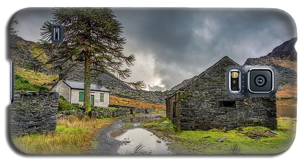 Galaxy S5 Case featuring the photograph Cwmorthin Slate Ruins by Adrian Evans