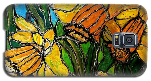 Daffodils Galaxy S5 Case by Laura  Grisham